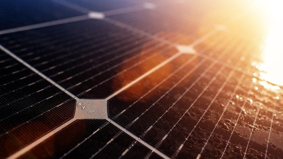 Composition des panneaux solaires photovoltaïque, énergie solaire et naturelle. Toulon, dans le var, à la farlède, dans la région paca, à brignole, à valensole, à marseille