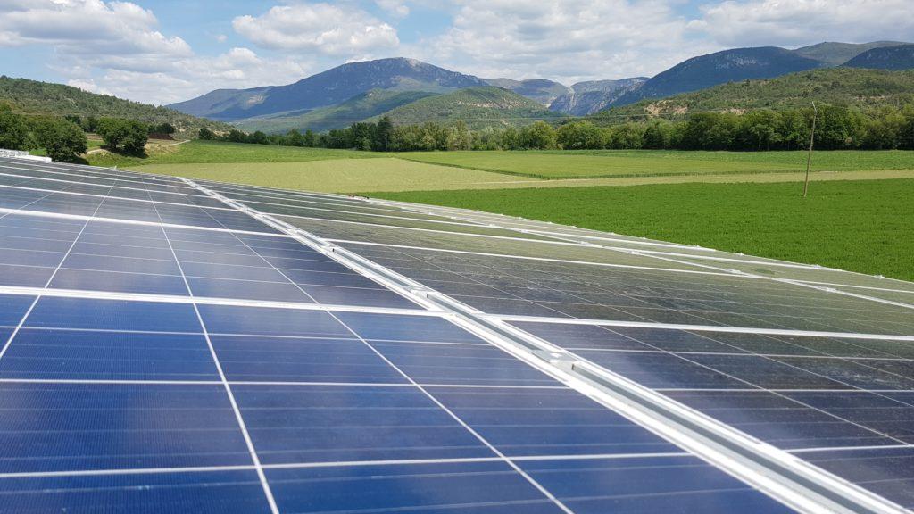 Panneaux solaires photovoltaïques, énergie solaire et naturelle. Toulon, dans le var, à la farlède, dans la région paca, à brignole, à valensole, à marseille