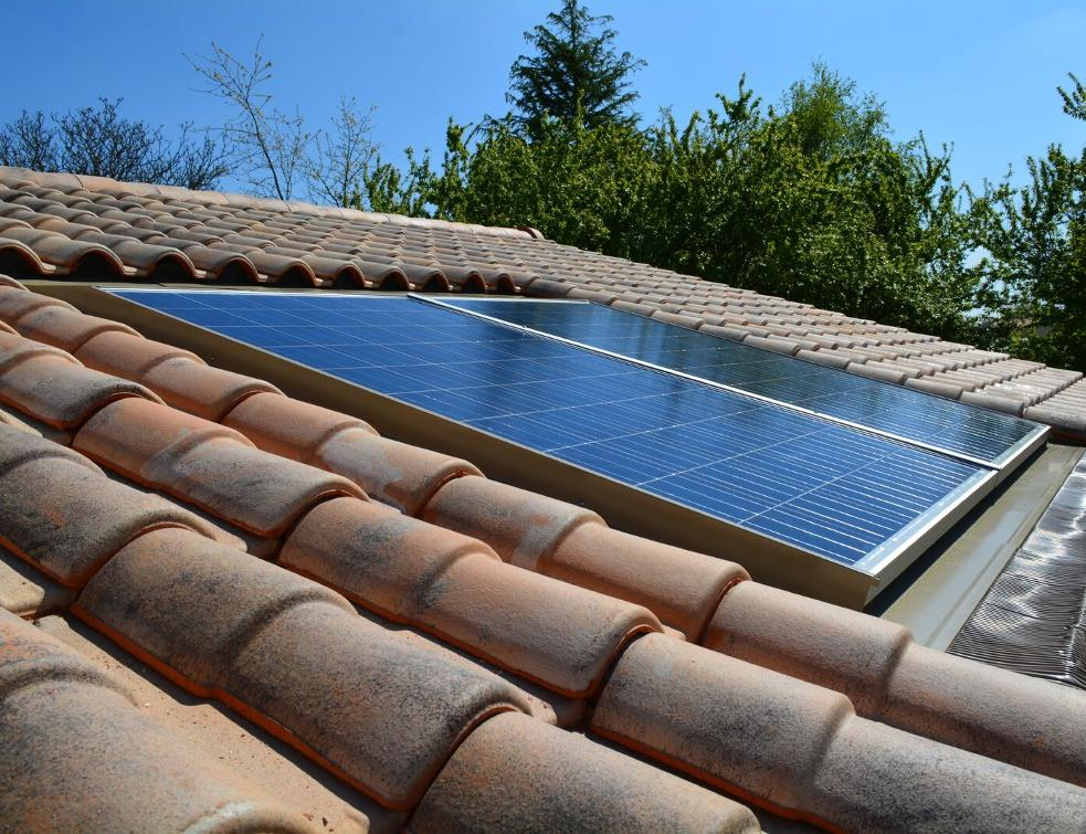 panneaux solaires et centrale solaire dans le var