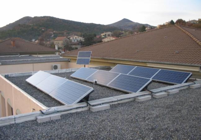 toit terrasse avec panneaux solaire dans le var et à toulon